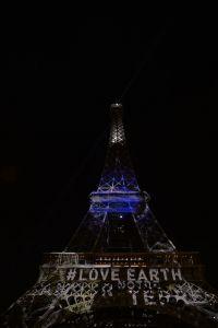 Tour Eiffel imprégnée de la terre #1heart1tree #cop21 [2015]