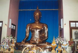 Temple Wat Phra Kaeo - Buddha en or