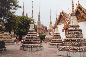 Temple Wat Pho, Chedis recouverts de céramique